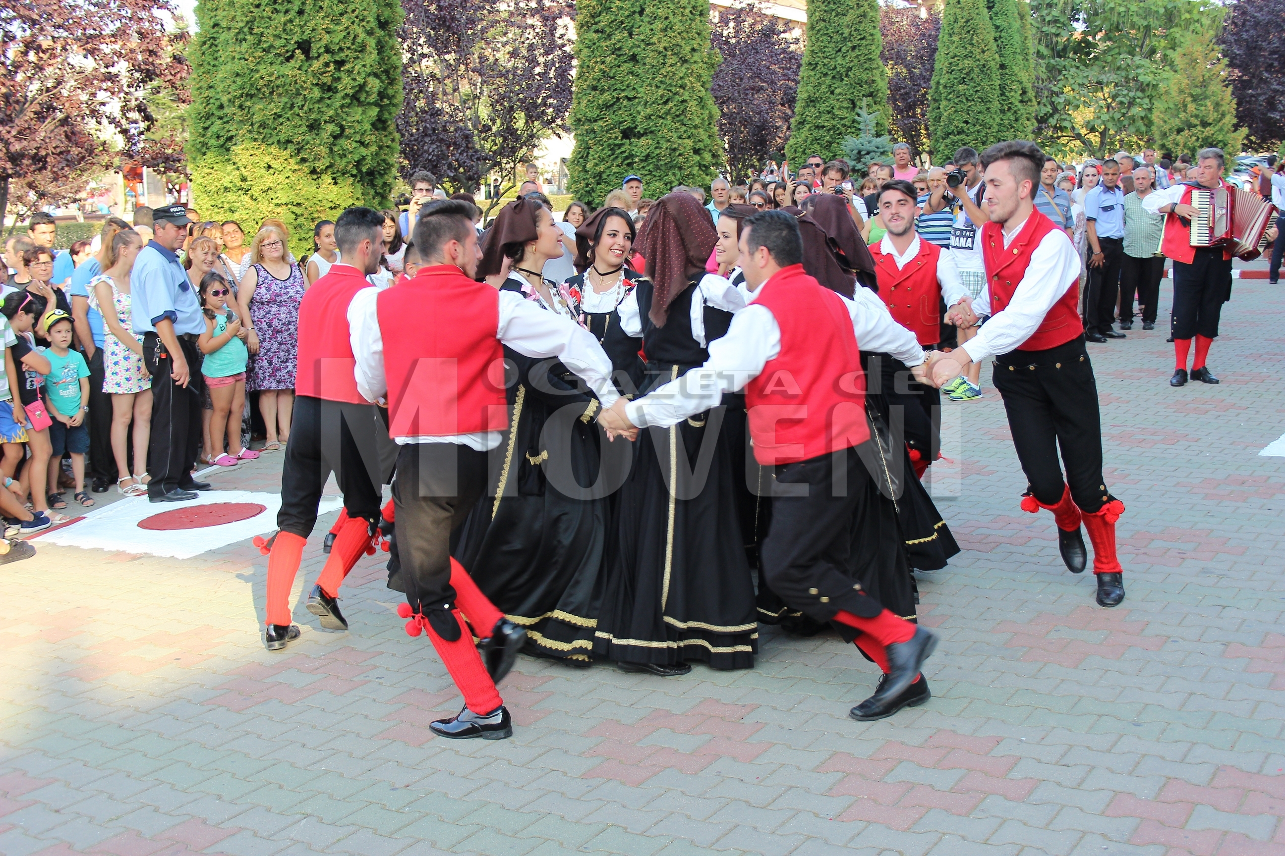 festivalul-international-de-folclor-carpati-mioveni-11-august-2016 (21)