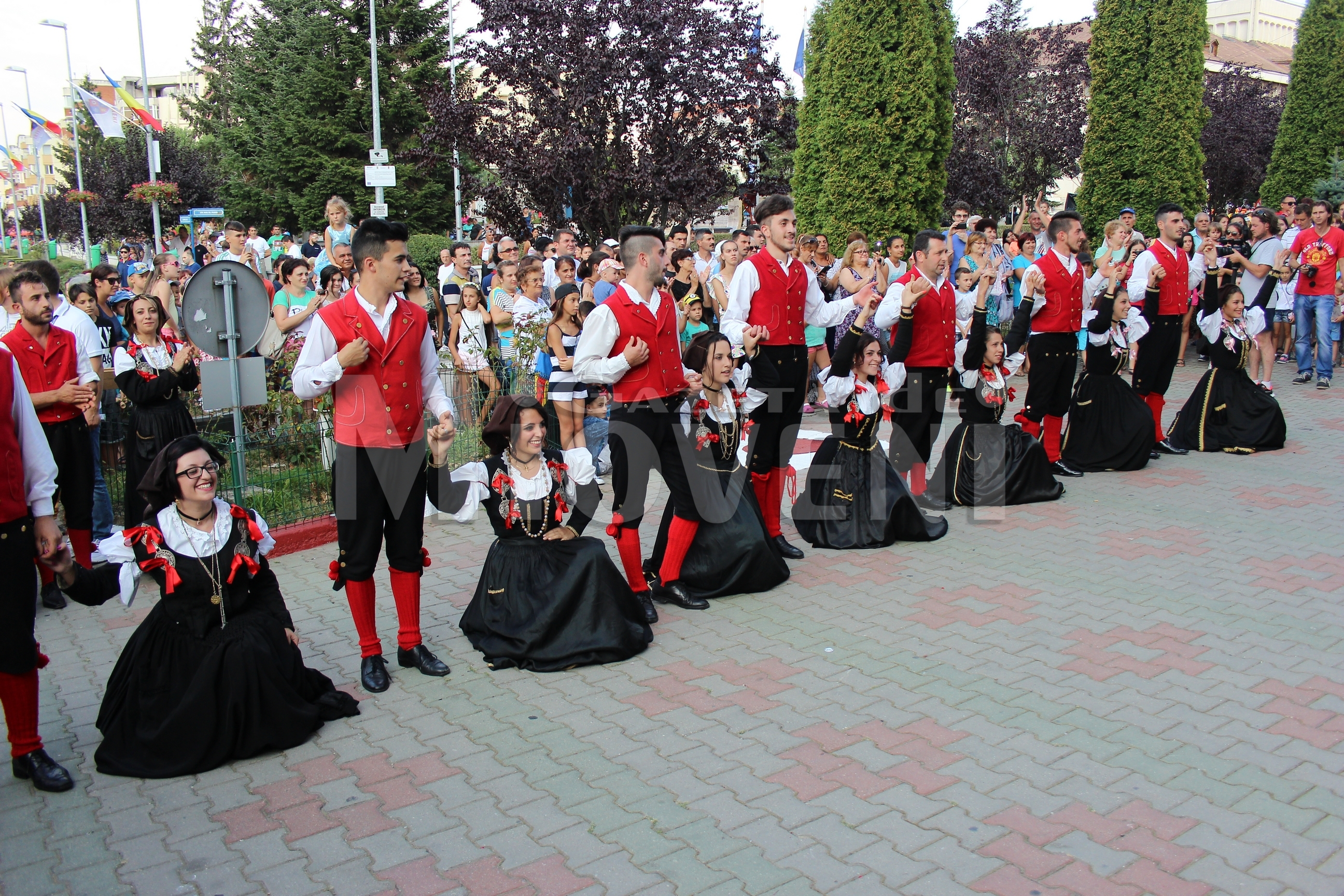 festivalul-international-de-folclor-carpati-mioveni-11-august-2016 (23)